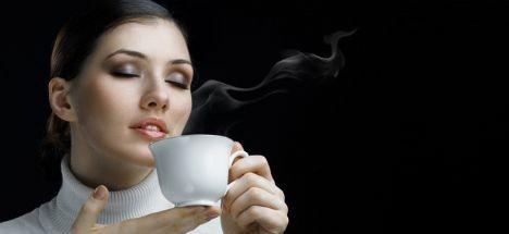 Kemik erimesini önlemek için kahveyi sütlü için