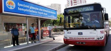Adana'da sıcağa karşı klimalı otobüs durağı
