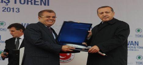 Başbakan Erdoğan'dan Ato'ya Plaket…