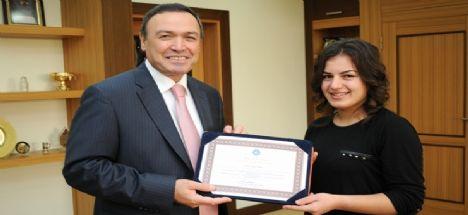 Dünya Birincisi'nden Akdeniz Üniversitesi Rektörü'ne ziyaret