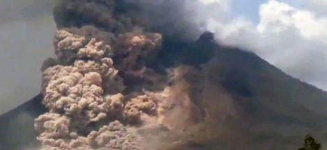Yanardağın patlama görüntüleri yayınlandı!