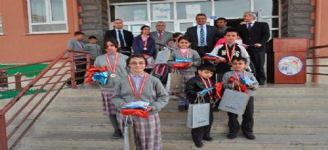 Karatay Belediye Başkanı Mehmet Hançerli Fetihkent İÖO 'da 3. Geleneksel Kitap Okuma Yarışması Ödül Törenine Katıldı
