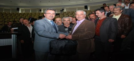 Karatay Belediyesi Mahalle Muhtarlarına Dizüstü Bilgisayar Dağıttı