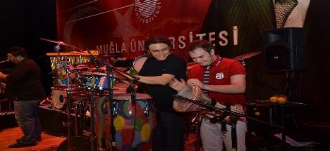 Karatay'da Zafer Bayramı Coşkusu Mustafa Ceceli Konseri İle Yaşanacak