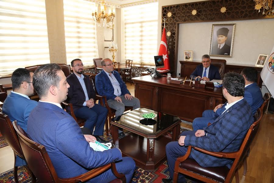 Aksaray Sanayici ve İş Adamları Derneği Vali Aykut Pekmez'i ziyaret etti.