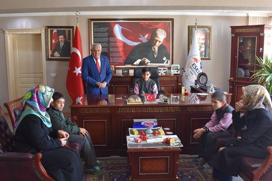 Eskil Belediye Başkanlığı Makamı İrfan Mert'e Teslim