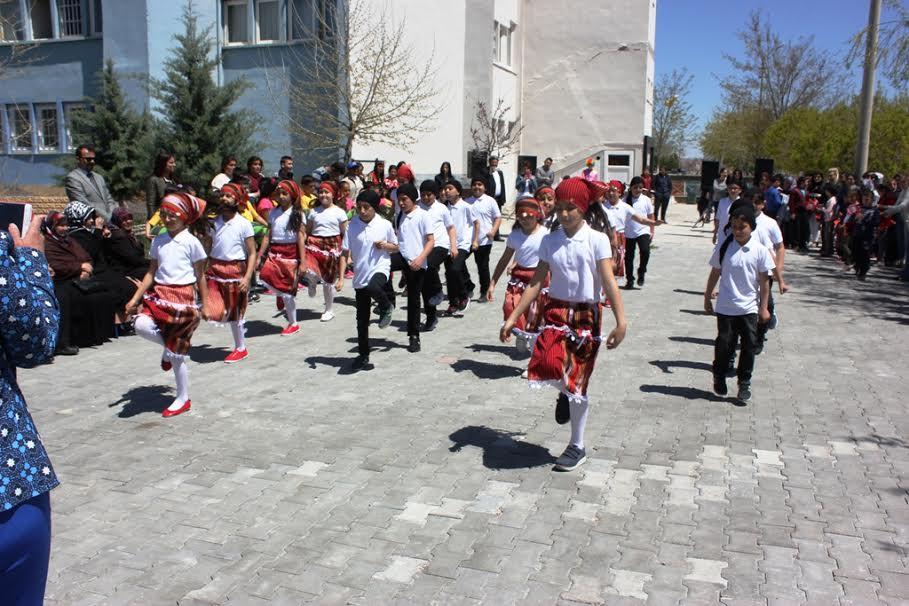 Engelli çocuklardan muhteşem 23 Nisan kutlaması