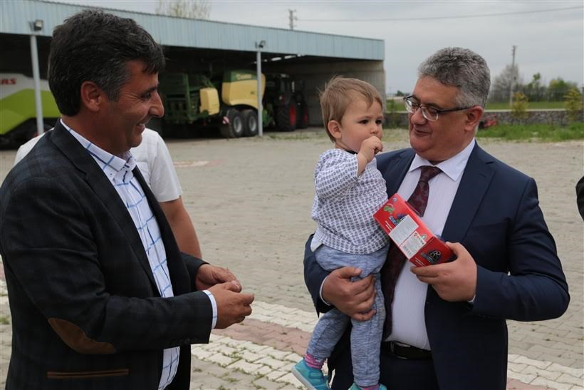 Vali Aykut Pekmez Yenikent Beldesini ziyaret etti