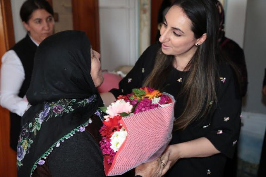 Yeşim Pekmez Hanımefendi Annelerin Anneler Gününü kutladı