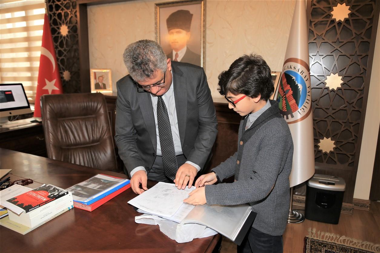 Genç yazar adayı Vali Pekmez'i ziyaret etti