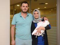 Prematüre Cemre Bebek'ten Ailesine Bayram Hediyesi