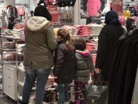 Karatay'dan Çocuklara Kıyafet Hediyesi