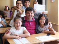 Kamber Gülüzar Demir İlkokulu  4/B sınıfı öğrencileri mezun olmanın gururunu yaşadılar